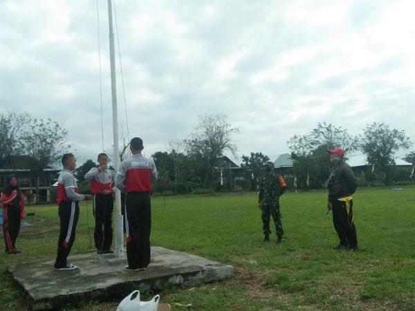 Babinsa Koramil 422-05/Belalau Latih Paskibra Tingkat Kecamatan.