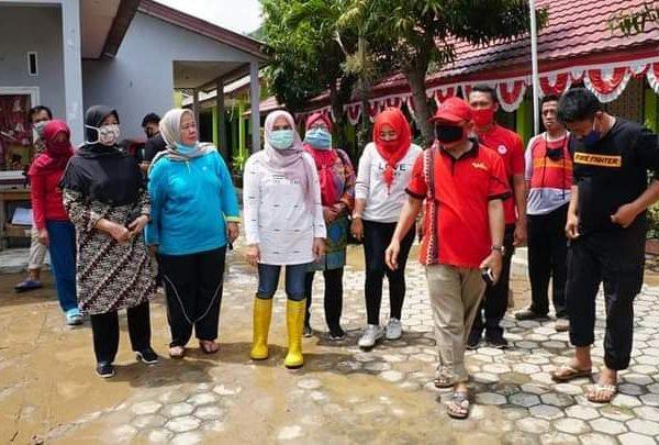 Winarni Tinjau Warga Korban Banjir Rangai Tritunggal dan Tarahan