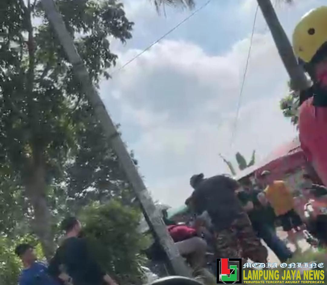 Tertangkap Saat Mencuri Sepeda Motor, Seorang Pria Babak Belur dihajar Massa